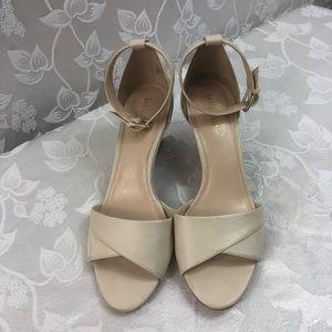 KELLY & KATIE Asilma Sandal Size 81/2.